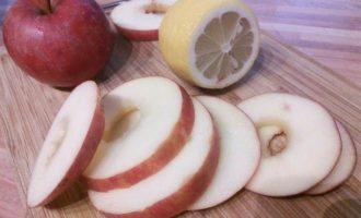 Блинчики на сметане с яблоками