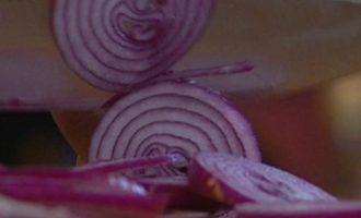 Яичные кружева на овощах