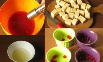 Сыр в ягодном желе