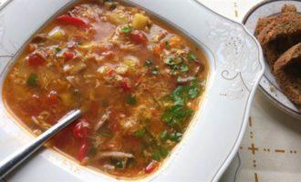 Грибной суп с рисом и яйцом