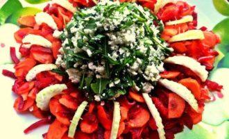 """Салат """"Овощное кольцо с пикантным творогом"""""""
