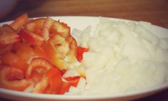 Куриный суп с домашней лапшой и сладким перцем