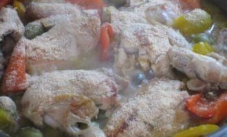Курица с оливками и сладким перцем