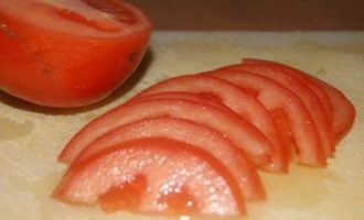 Лепешки из творожного теста с помидором и моцареллой