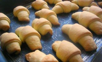 Рогалики песочно-дрожжевые со сладкой начинкой