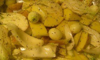 Запеченная курица с яблоками, фенхелем и картофелем