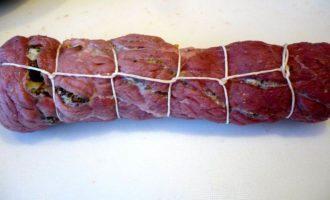 Мясные рулеты с морковной серединкой и инжиром