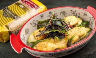 Лодочки из кабачков с рисом и сыром