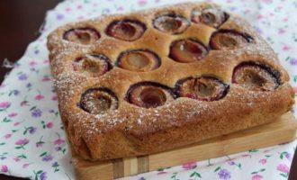 Сливовый пирог с кардамоном