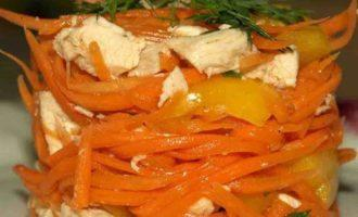 Салат из острой моркови с куриной грудкой и сладким перцем