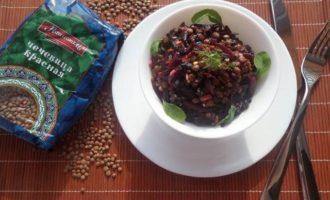 Постный салат с чечевицей и свеклой
