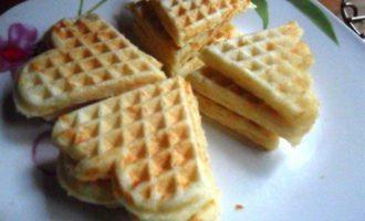 Сметанные вафли с сыром
