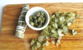 Фрикадельки в пикантном соусе с пастой