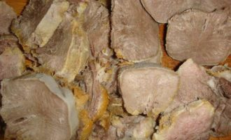 Свиной язык под картофельной шубой