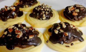 Сливочное песочное печенье с трюфельной начинкой