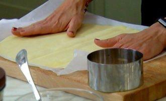 Пирожные с кремом из маскарпоне, клубникой и базиликом