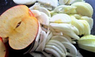 Куриные отбивные с яблоком