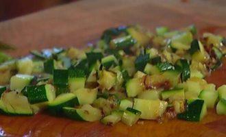 Теплый салат из фасоли, чечевицы и запеченных овощей