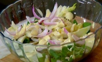 Салат с картофелем, фенхелем и копченой семгой
