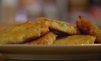 Сырные оладьи с петрушкой
