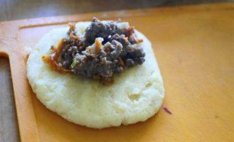 Картофельные зразы с острой мясной начинкой
