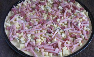 Осенняя пицца с горгонзолой и ветчиной