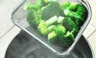 Фриттата с сосисками и овощами