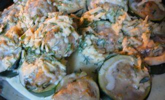 Цукини фаршированные в сметанно-сырном соусе