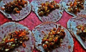 Закусочные рулетики из ветчины и гречки