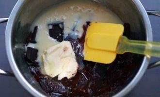 Шоколадно-фасолевый фадж с орехами и цукатами