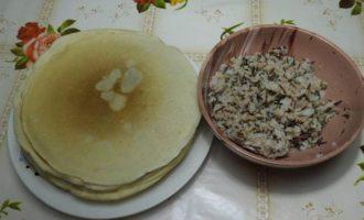 Блины на сыворотке с тунцом и рисом