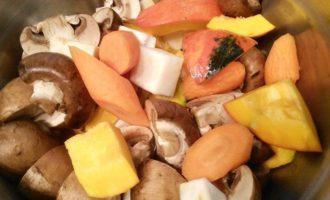 Жаркое с овощами и тыквой