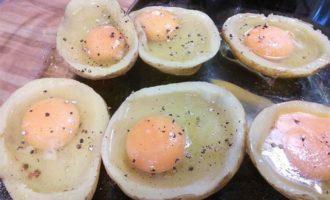 Яичница в картофеле