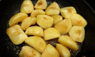 Утиная грудка с карамелизированными яблочками
