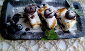 Vanilla-berry rolls