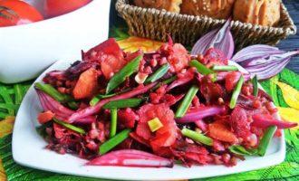 Салат с овощами и гречкой