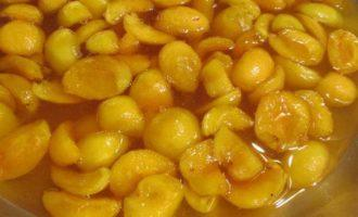 Абрикосовое варенье с лимоном и коньяком