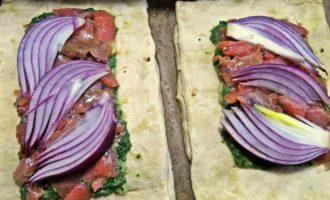 Слойки с картошкой и лососем