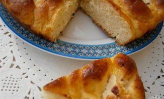 Пирог из картофельного теста с творогом и беконом