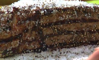Ростбиф на гриле в корочке из соли