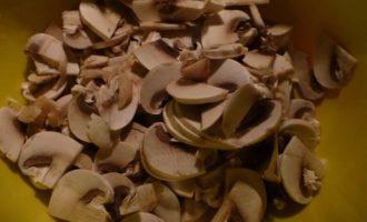 Индейка с грибами в сметане