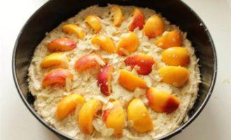 Ореховый пирог с абрикосами