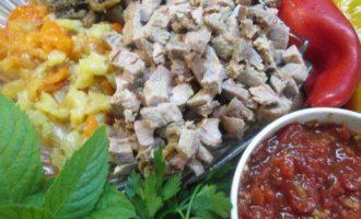 Салат из запеченных овощей и утки