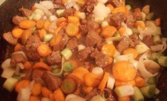 Паста с говядиной и молодыми овощами