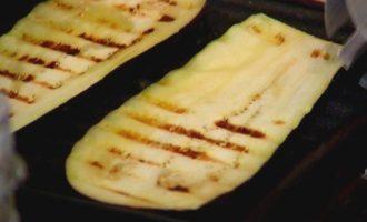 Башенка из овсяных оладий, баклажана и феты