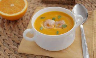 Тыквенный суп с апельсином и креветками