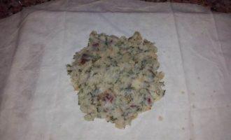 Постные конвертики с картофельным пюре, укропом, луком и томатами