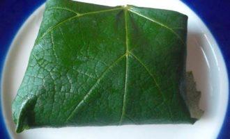 Долма с виноградными листьями