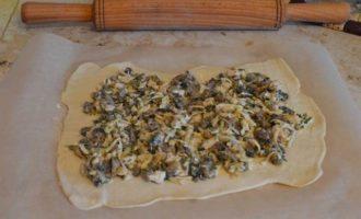 Слоёный рулет с курицей и грибами