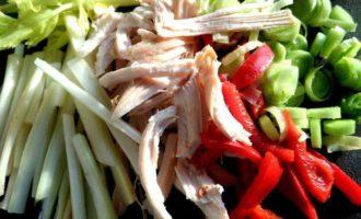 Куриный салат с запеченной морковкой